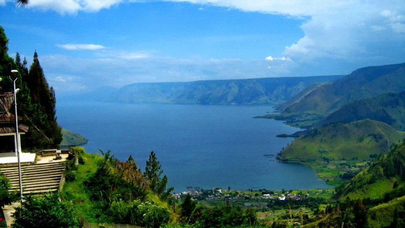 Lake Toba | Photo: tonggonotes.blogspot.com